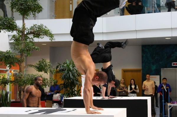 freerunning-handstand